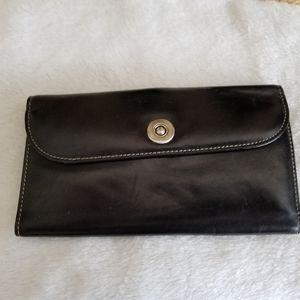Dopp black wallet..